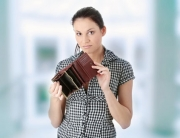 woman_empty_wallet (1)